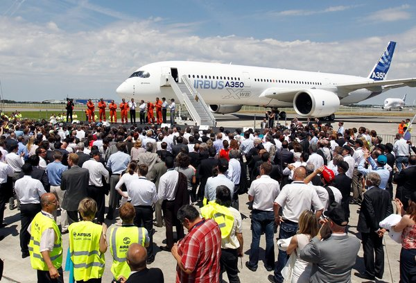 Airbus Unveils Jet and Broadens Rivalry With Boeing