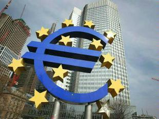 Draghi Loses War for Growth With Euro Beating Peers: Currencies