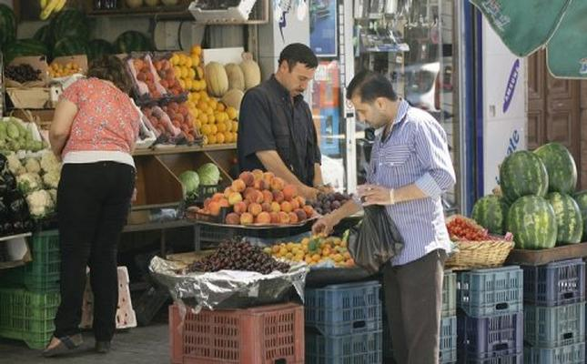 Economic disaster adds to Syrians' woes