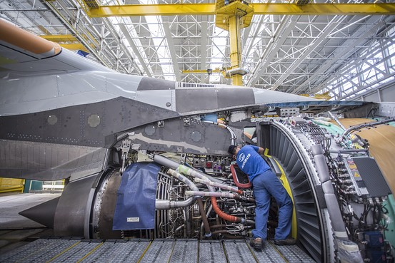 Rolls-Royce Warns on Profit As Global Economy Slows